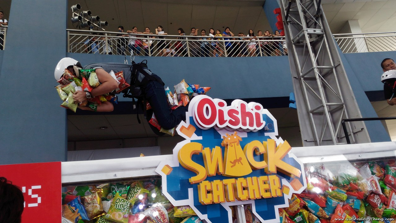 Oishi Snacktacular 2016 Oishi Snack Catcher booth