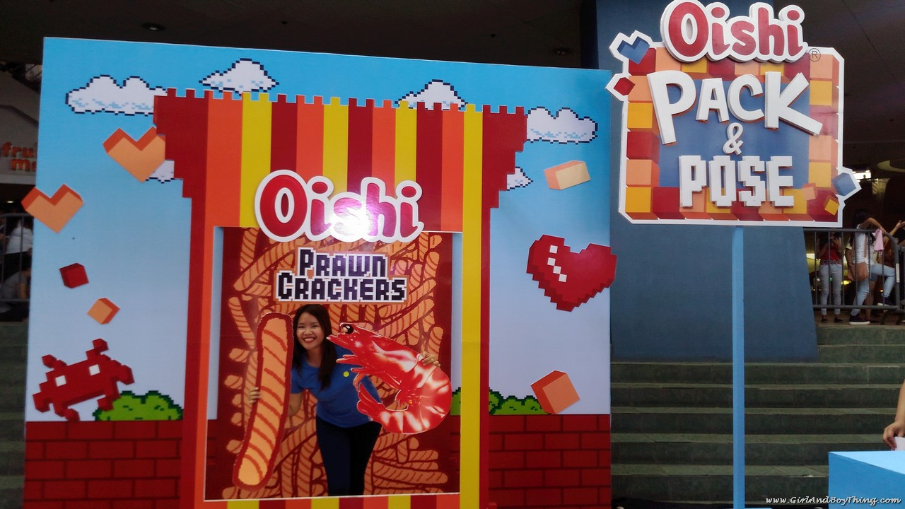 Oishi Snacktacular 2016 Pack and Pose booth