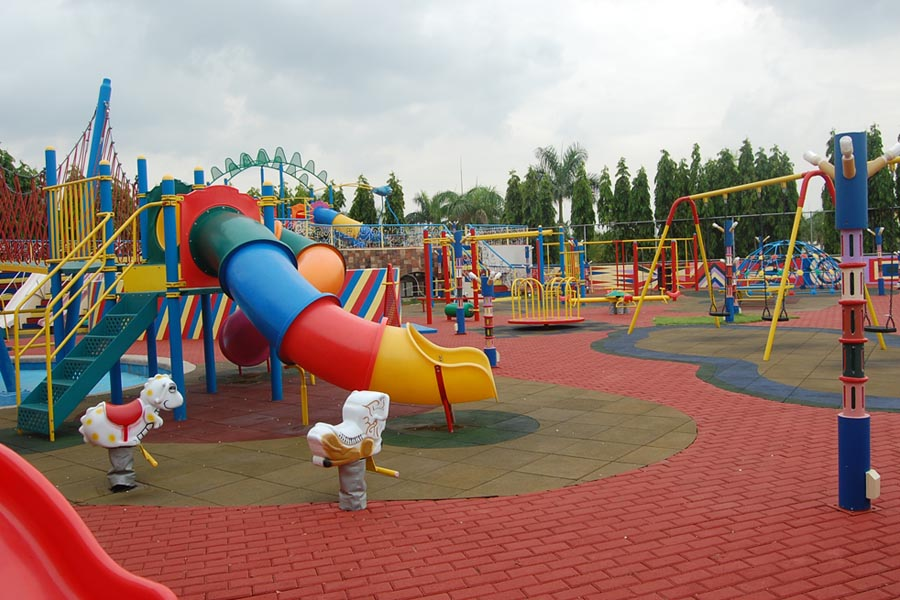 centennial-garden-indoor-and-outdoor-playground-1