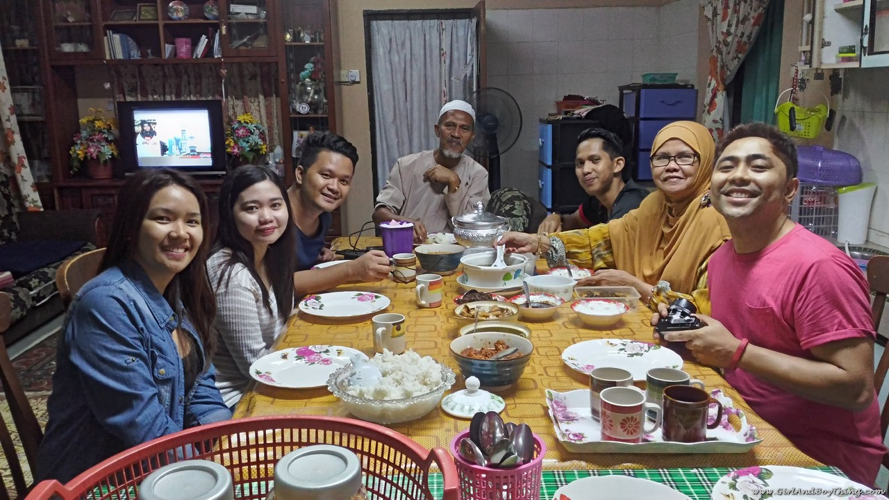 kampungstay-desa-murni-foster-family-dinner