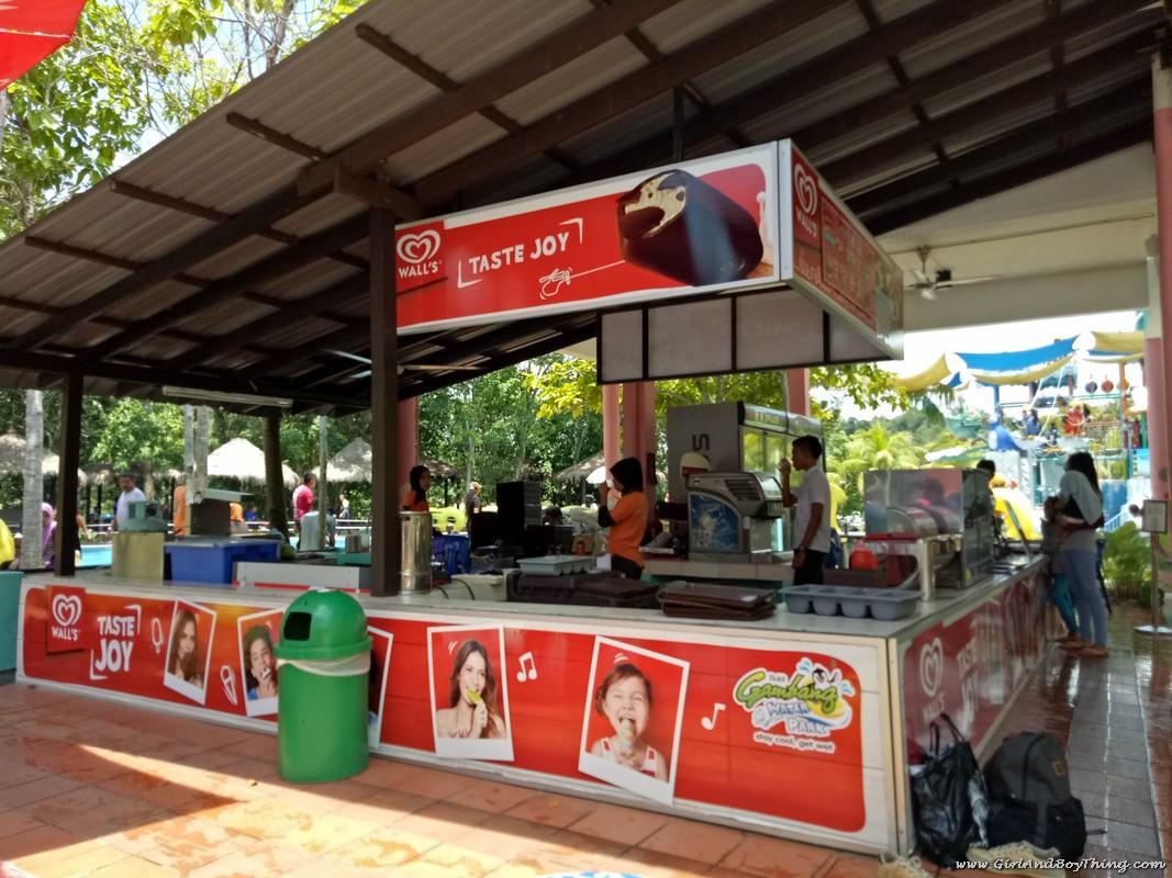 bukit-gambang-water-park-food-stalls-2