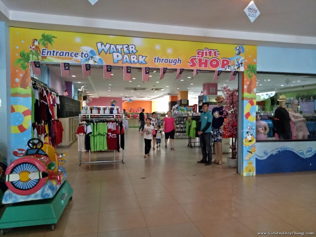 bukit-gambang-water-park-gift-shop-2
