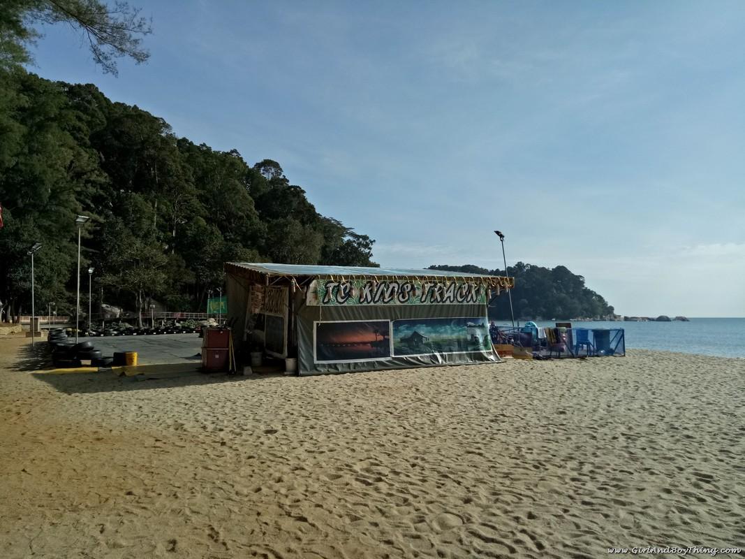teluk-chempedak-beach-kids-track