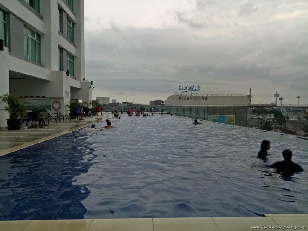 zenith-hotel-kuantan-infinity-pool