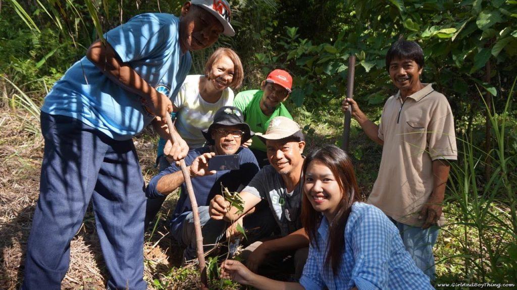 mike-pedroso-farm-tree-planting-group