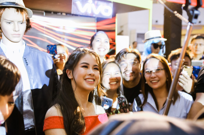 Kisses Delavin spreads good vibes at TriNoma for Vivo V9 mall tour